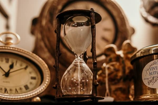 hour glass last minute tax savings opportunities