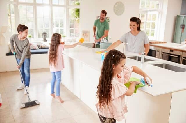 kids doing chores to earn an allowance