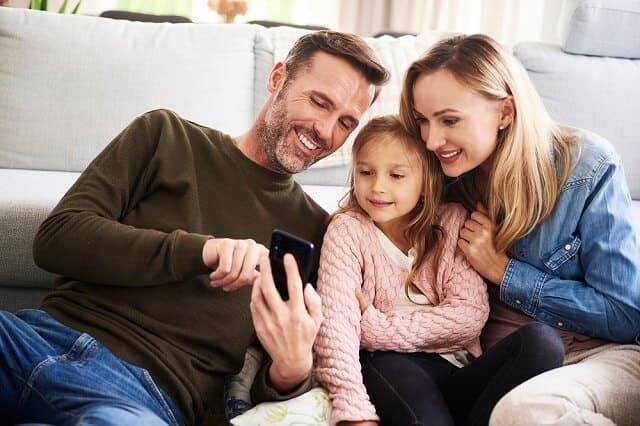 parents investing money with child medium