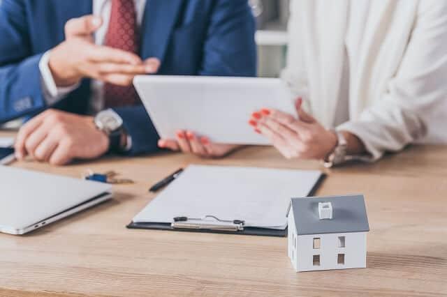 real estate investment evaluating medium