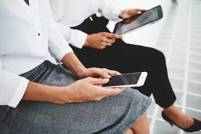 using a smartphone app medium